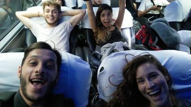 Después de la incertidumbre, el alivio y las sonrisas de los jóvenes israelíes que vuelven de Perú.