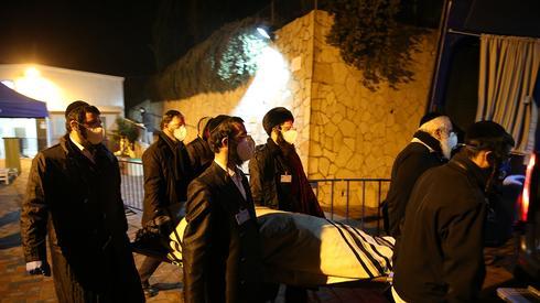 El funeral de Aryeh Even, la primera muerte reportada del coronavirus en Israel.