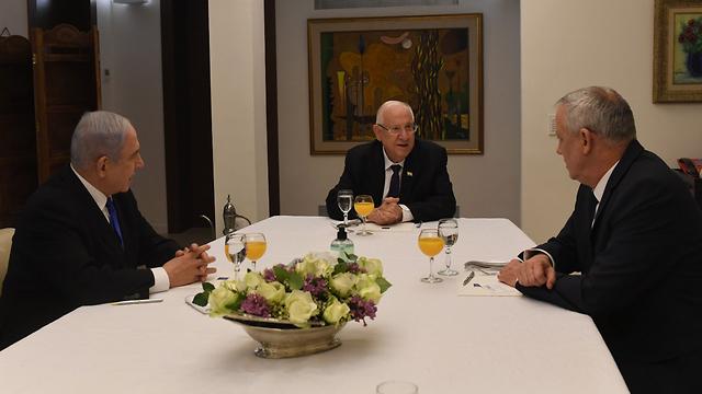 Netanyahu y Gantz cuando se reunieron con el presidente Rivlin.
