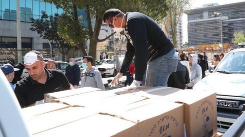 Reparto de ayuda alimentaria en Israel.