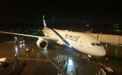 Avión israelí que trae de vuelta a los israelíes desde Bogotá.