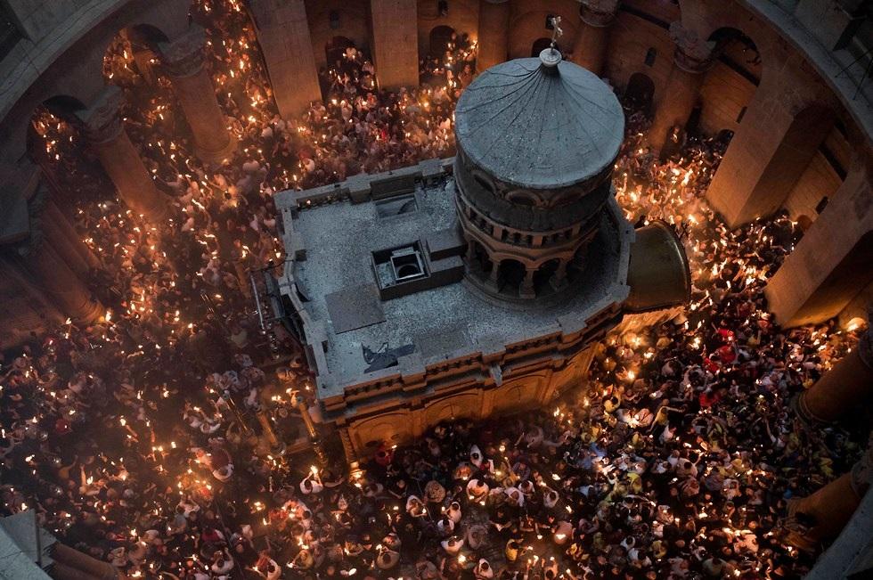 Arquivo: A cerimônia do Fogo Sagrado na Igreja do Santo Sepulcro.