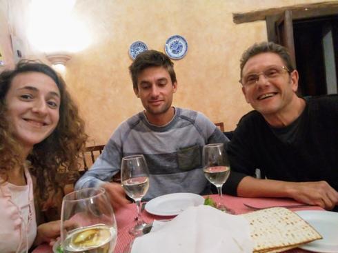 Los israelíes varados en Cuenca recibieron regalos de la comunidad judía local.