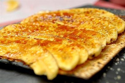 Matzá con banana caramelizada