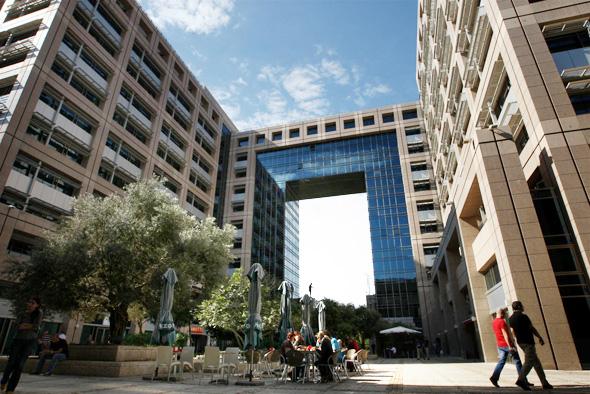 Un edificio de oficinas en un centro tecnológico de Tel Aviv.
