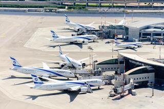 Aeropuerto Internacional Ben Gurion, repleto de aviones estacionados debido al coronavirus.