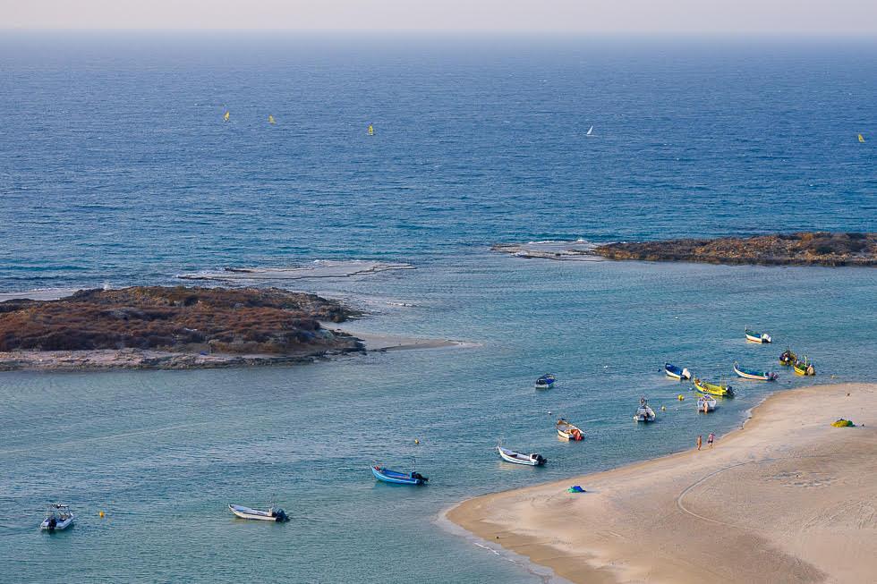 Embarcaciones en la playa Dor.
