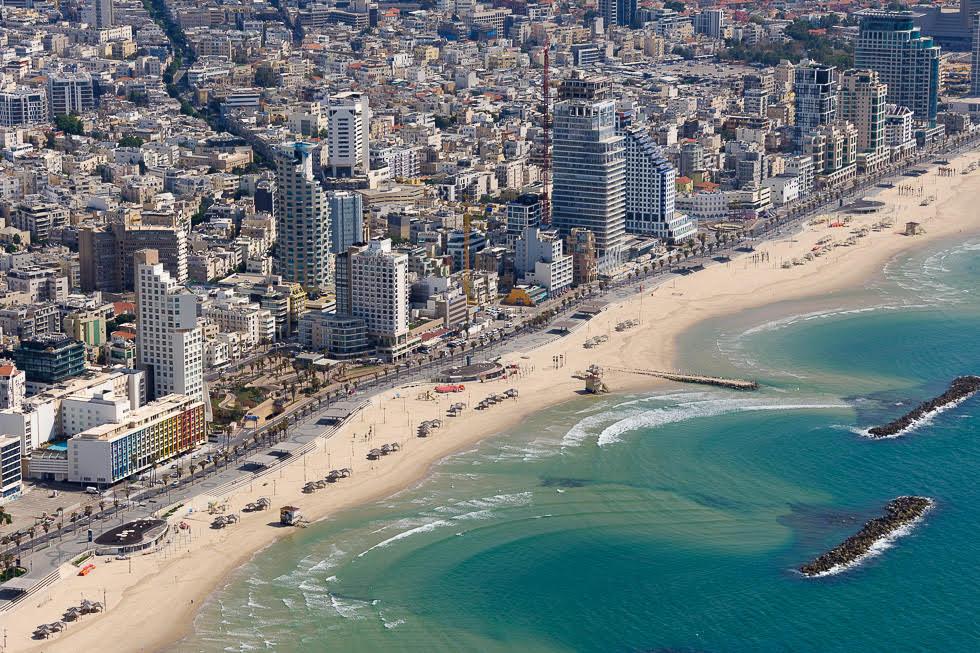 Línea recta en la costa de Tel Aviv.