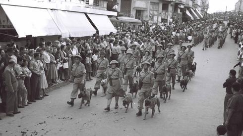 Marcha del primer Día de la Independencia en Tel Aviv, 1949.