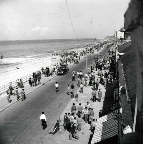 Yom Haatzmaut siempre fue, entonces y ahora, un día relacionado al mar. Tel Aviv, 1958.