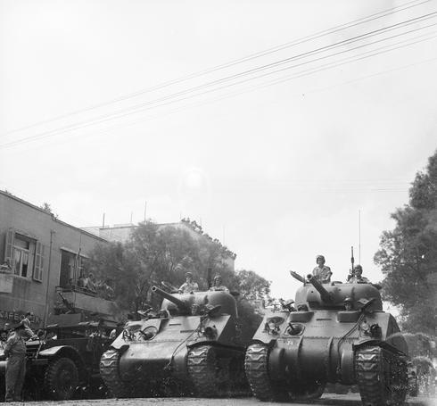 Desfile militar en la calle Allenby, en Tel Aviv, 1955.