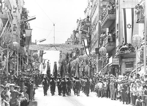 """El día después de los festejos en la """"Plaza de los Reyes"""" (ahora Plaza Rabin), 1973."""