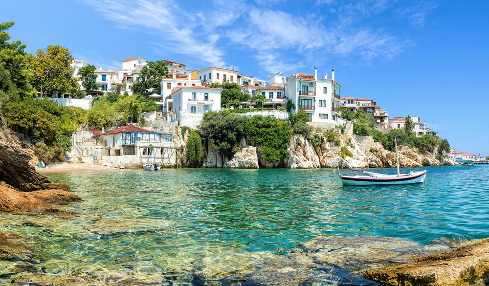 La bella isla griega de Skiatos. Precios menos atractivos.