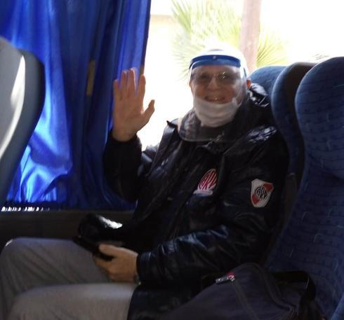 Ángel y su esposa viajaron 20 horas desde Mendoza hasta Buenos Aires para volver a Israel y garantizar su tratamiento oncológico.