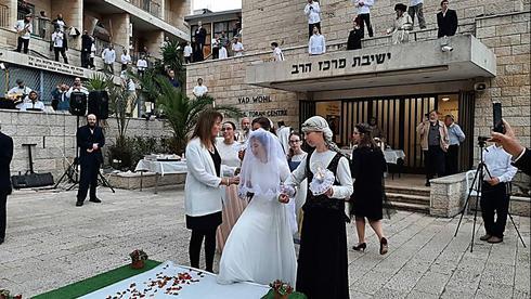 O governo planeja permitir a celebração de casamentos em Israel.