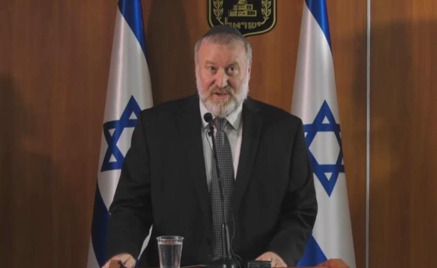 El Procurador General Avichai Mandelblit anuncia las acusaciones penales del primer ministro Benjamin Netanyahu al público en un comunicado televisado.