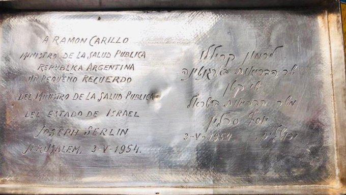 El regalo del ministro de Salud israelí a su par argentino Ramón Carrillo.