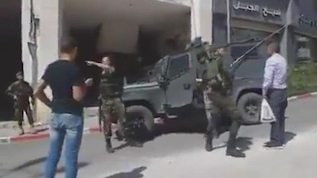 El vehículo de las FDI que no pudo ingresar a Hebron.
