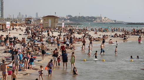 Fim da quarentena na praia de Tel Aviv
