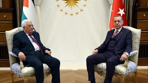 Encontro entre Erdogan e o Presidente da Autoridade Palestina, Mahmoud Abbas, na Turquia em 2017.