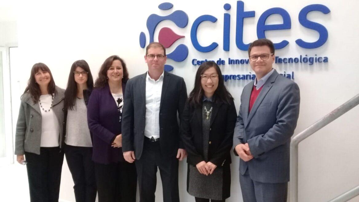 Oren Gershtein (centro) con ejecutivos de CITES, una organización argentina que financió iniciativas de alta tecnología en la provincia de Santa Fe.