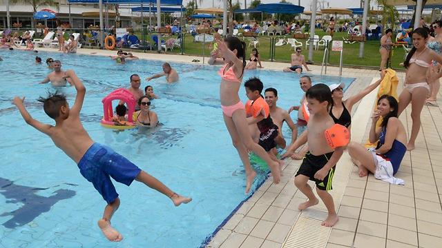 piscinas e restaurantes