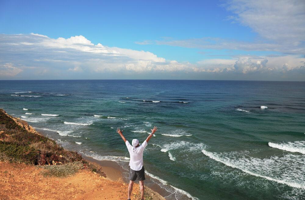 Hoy es posible admirar las playas de Israel sin moverse del hogar.
