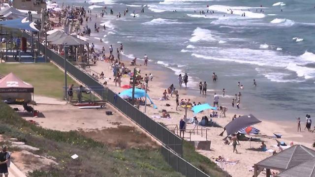 Las playas de Tel Aviv, uno de los atractivos turísticos con mayor densidad de personas en este fin de semana extendido.