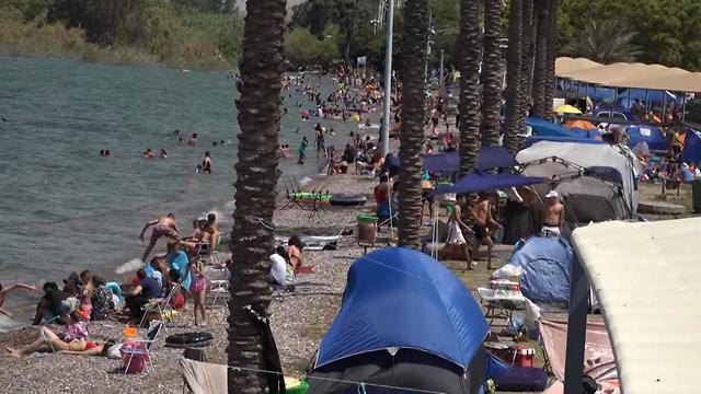 Actividad plena en los balnearios del mar de Galilea.