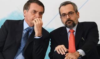 El presidente de Brasil, Jair Bolsonaro, con su ministro de Educación, Abraham Weintraub.