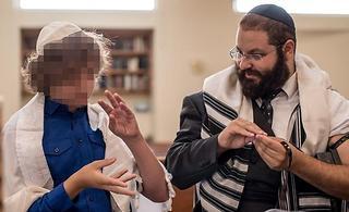 La traducción completa de la Biblia a lenguaje de señas, una propuesta inédita en el mundo que podría demorar hasta 20 años.