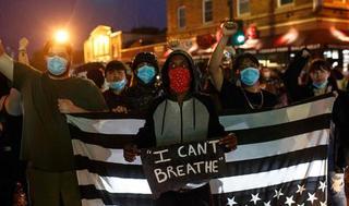 Protesta en Minneapolis por el asesinato de George Floyd a manos de la policía.