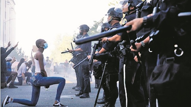 Una de las fotos más famosas de la protesta antirracista en Estados Unidos.