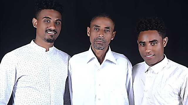 El padre y los hermanos Mahabo, que quedaron en Etiopía.
