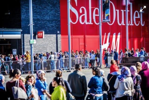 H&M atrae a muchos clientes en varios países del mundo.