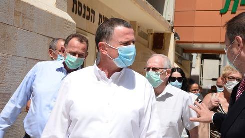 El ministro de Salud, Yuli Edelstein, durante un recorrido por el Centro Médico Soroka, en Beer Sheva.