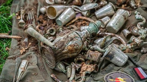 Los objetos fueron hallados cerca de un castillo destruido durante la segunda guerra mundial.