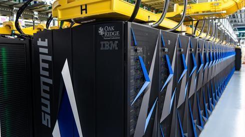 Súper computadora Summit de IBM.