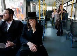 En 2011, la Corte Suprema prohibió obligar a las mujeres a ubicarse en la parte de atrás del autobús.