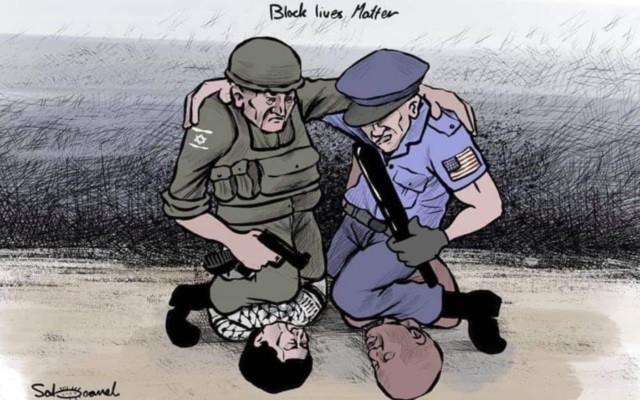 Caricatura con dos policías abrazados; el estadounidense estrangulando a un hombre negro en el cuello, y el israelí asfixiando a un palestino.