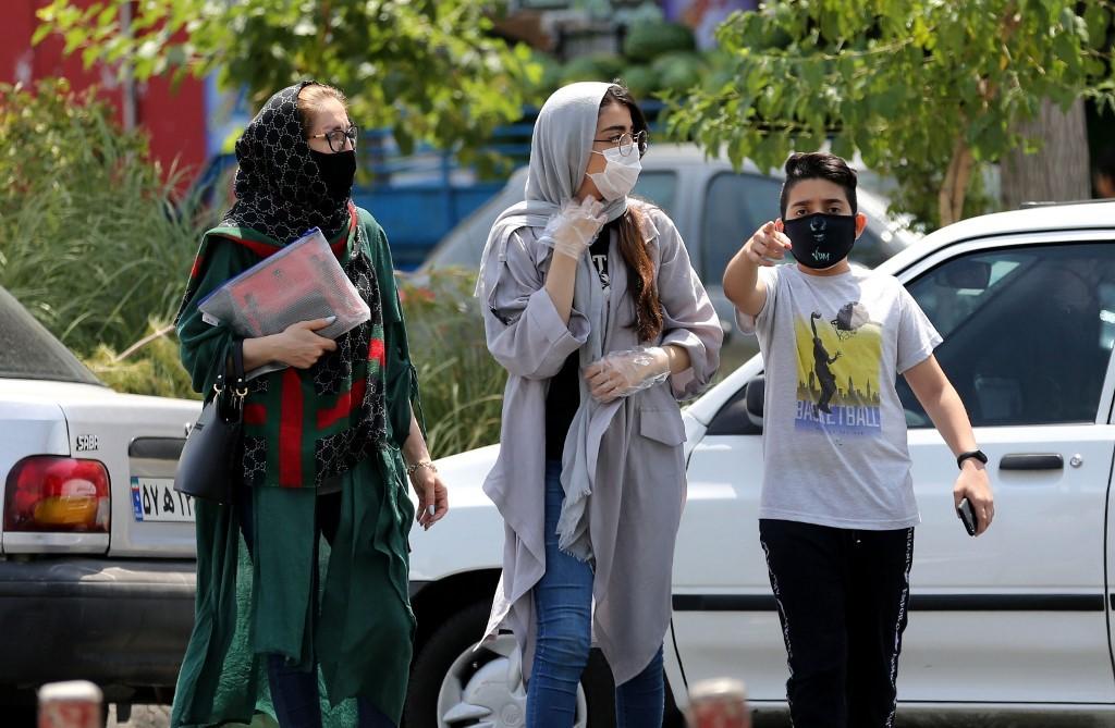 Desde el sábado, los iraníes están obligados a utilizar máscaras de protección.