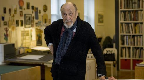 Milton Glaser en su estudio de Nueva York en 2014.
