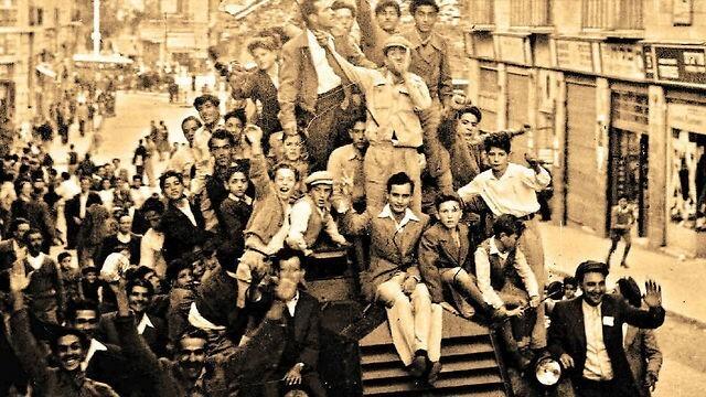Festejos en Jerusalem tras la declaración de independencia de Israel en 1948.