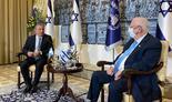 El flamante embajador de Argentina en Israel, Sergio Urribarri, con el presidente Reuven Rivlin.