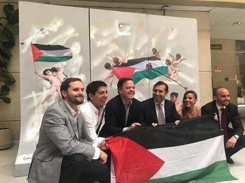 Parlamentarios chilenos con la bandera palestina.