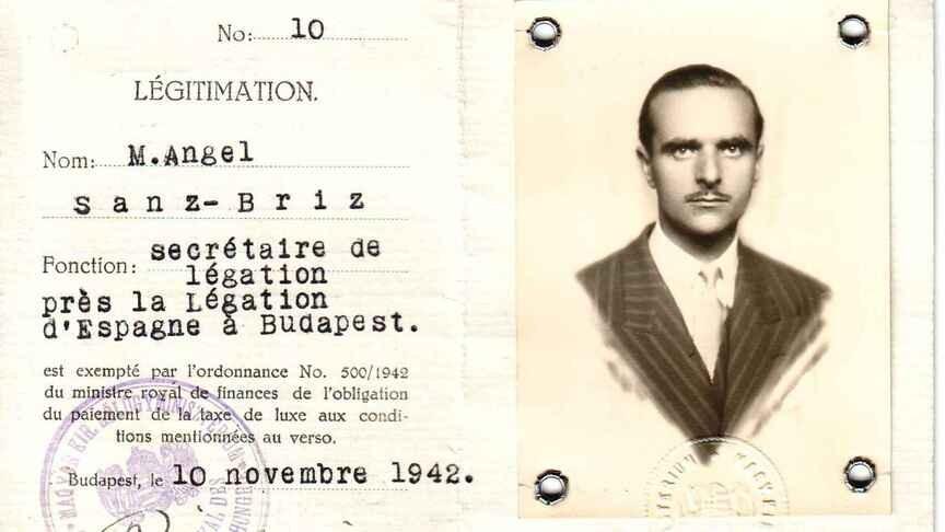 Documento que acredita a Sanz Briz como diplomático en la legación española en Budapest.
