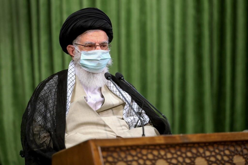 El guía supremo de Irán, Alí Jamenei, criticó duramente a los iraníes que no respetan las directivas de salud.