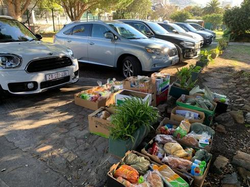 Distribución de canastas de alimentos en Ciudad del Cabo a través de una aplicación desarrollada en Israel.