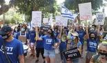 Propietarios de pequeñas empresas y trabajadores independientes que protestan en Tel Aviv por el manejo del gobierno de la crisis financiera causada por la pandemia