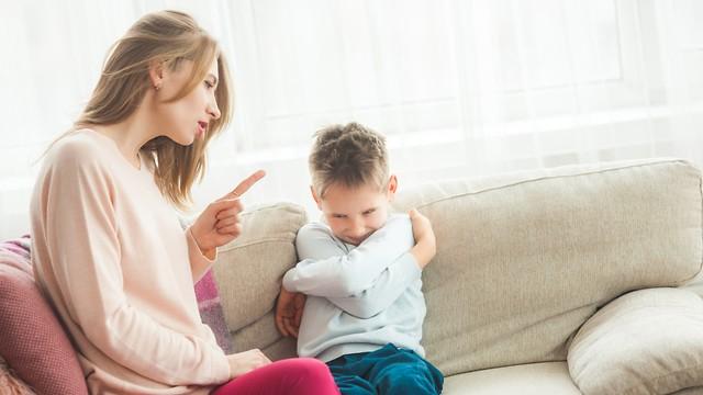 Los niños mienten para ver cómo reaccionan sus padres.